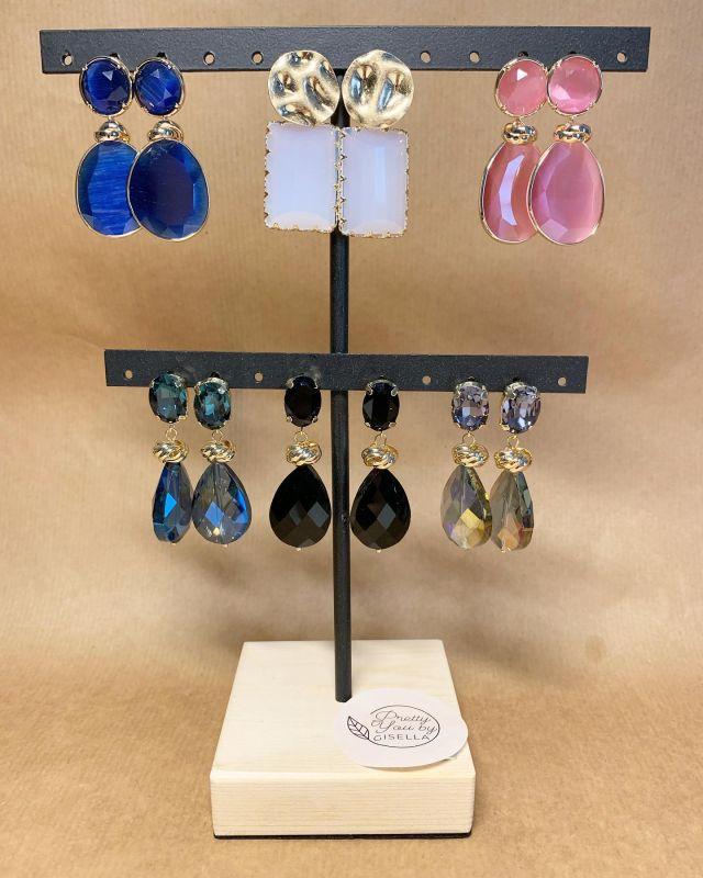 ∙ 𝗡𝗘𝗪! ∙  Gedeelte van de oorbellen waren binnen no time verkocht! Ze komen morgen weer binnen 🤩 met nog weer hele leuke andere nieuwe oorbellen! Bestel via de webshop of stuur een privé-berichtje.   #oorbellen #oorbellenboutique #oorbellenwebshop #oorbellenonline #eyecatcherearrings #eyecatchers #earringsofinstagram #earrings #jewellery #jewelry