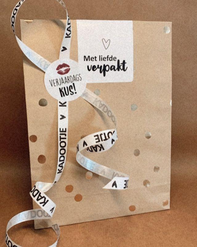 Alle cadeautjes worden met liefde verpakt 💝   #cadeautjes #cadeautjes🎁 #jewelrycadeau #sieradenwebshop #sieradenonline #leukinpakken #leukomtegeven #jewelry #jewellery